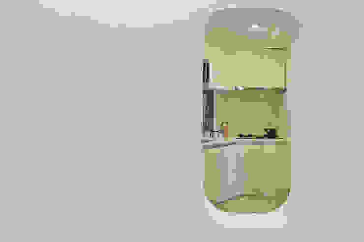 從和室洞窗看廚房 根據 王采元工作室 現代風