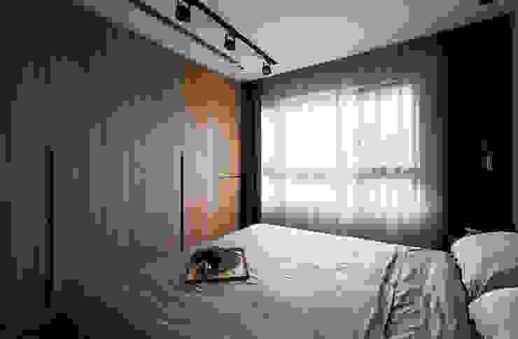 主臥室衣櫃 Classic style bedroom by 邑田空間設計 Classic