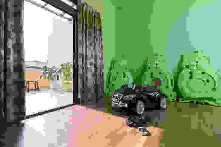 Quarto infantil  por 瑞瑩室內裝修設計工程有限公司