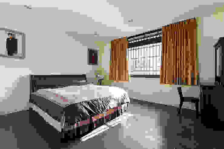 Camera da letto in stile  di 瑞瑩室內裝修設計工程有限公司, Minimalista