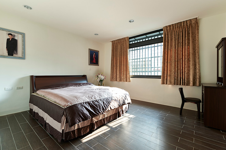 Спальня в стиле минимализм от 瑞瑩室內裝修設計工程有限公司 Минимализм