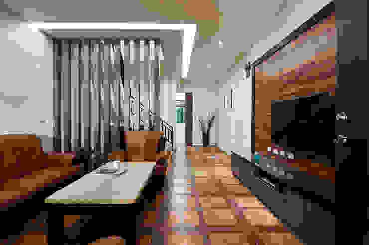 Minimalist living room by 瑞瑩室內裝修設計工程有限公司 Minimalist