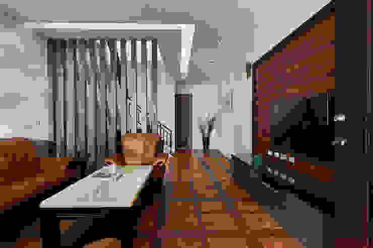 Living room by 瑞瑩室內裝修設計工程有限公司,