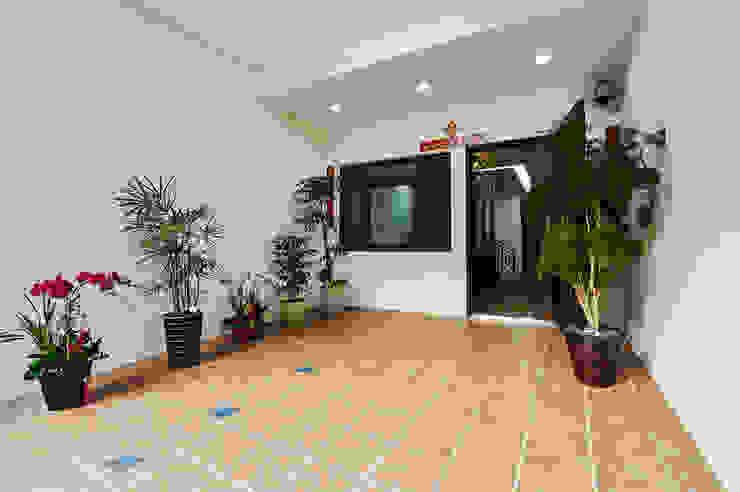 Garage/shed by 瑞瑩室內裝修設計工程有限公司,