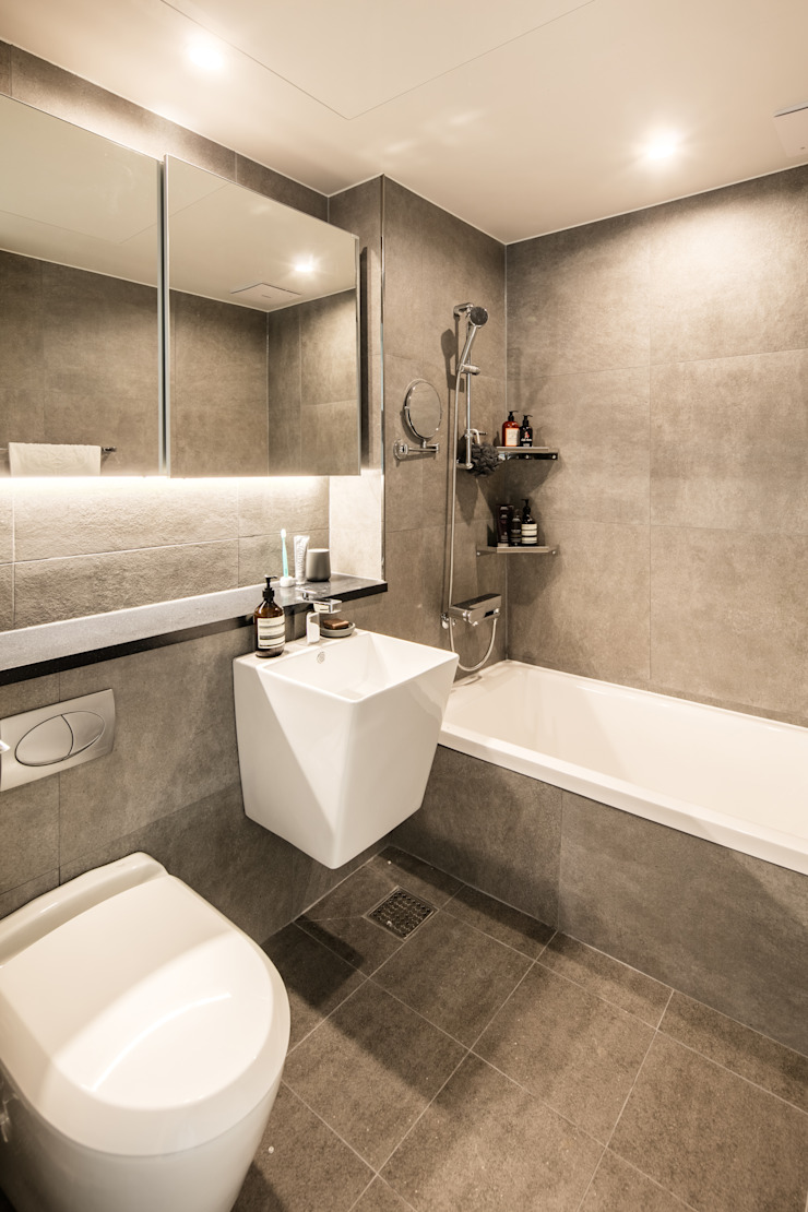 Modern bathroom by 봄디자인 Modern