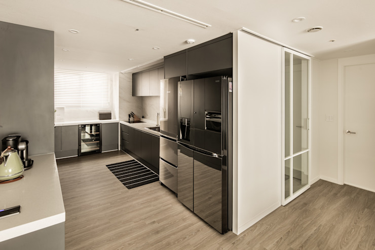 Modern kitchen by 봄디자인 Modern