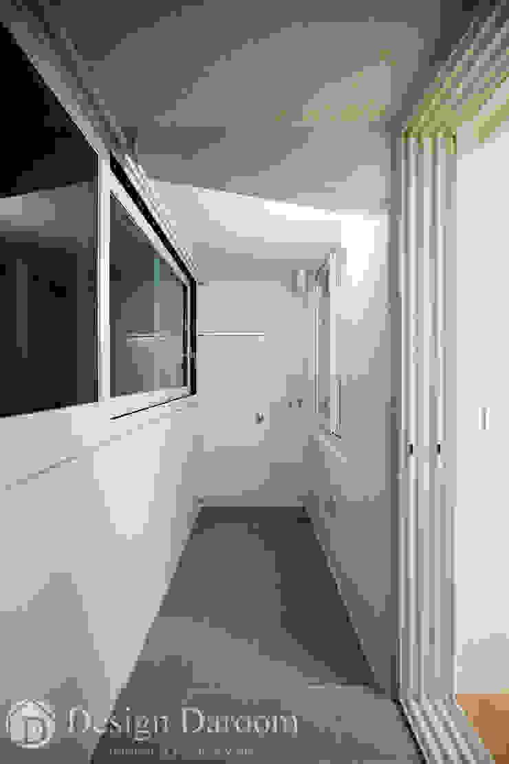 암사동 한강포스파크 25py 다용도실 모던스타일 발코니, 베란다 & 테라스 by Design Daroom 디자인다룸 모던