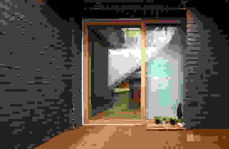 주식회사 착한공간연구소 Asiatischer Balkon, Veranda & Terrasse