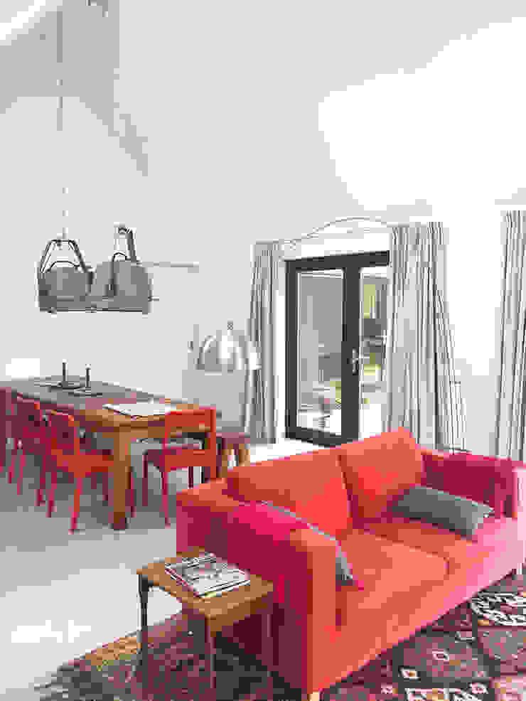 Schuuwoning Nes Moderne woonkamers van Puurbouwen Modern