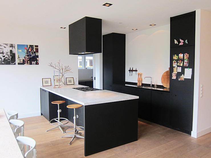 Modern Kitchen by Puurbouwen Modern