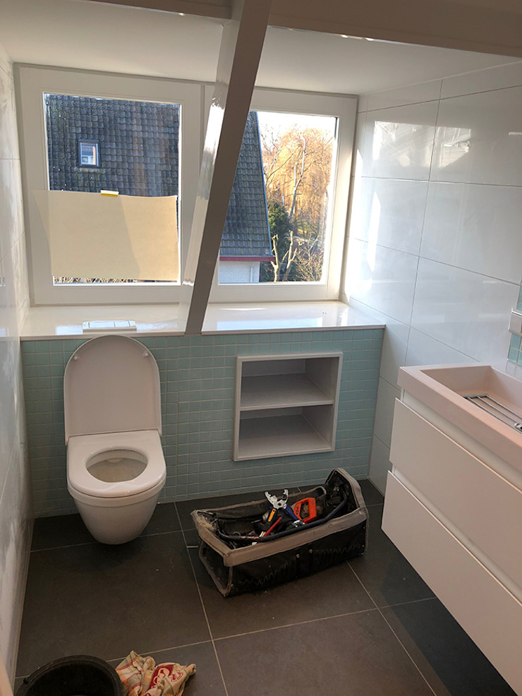 Modern bathroom by Puurbouwen Modern
