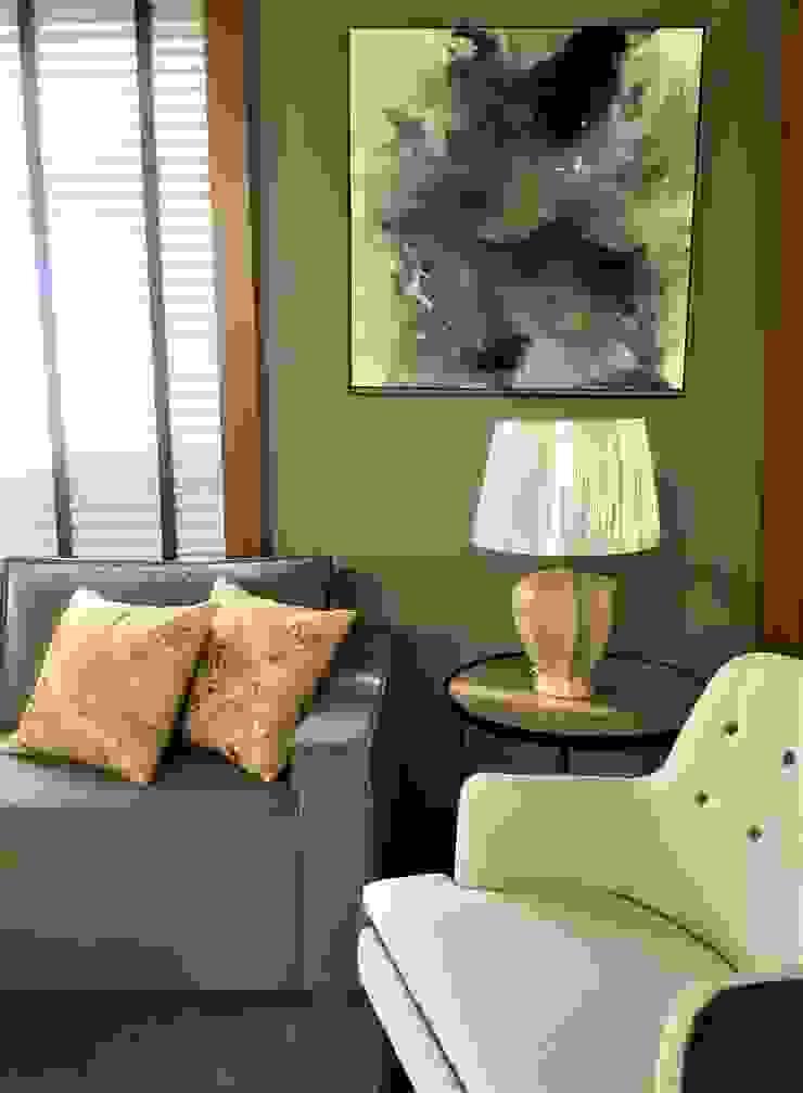 Sofá e Poltrona Cinza e Botonadas por Sgabello Interiores Moderno Algodão Vermelho
