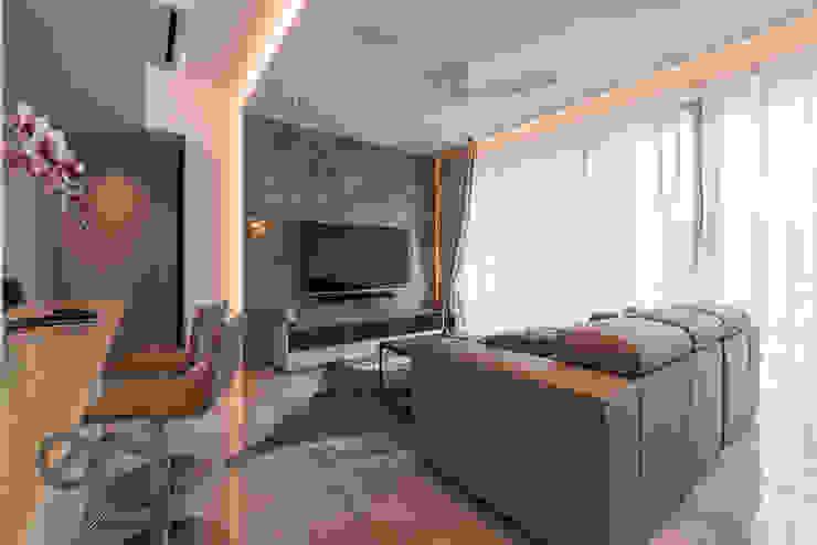Design & Build: Melrose Condominium Modern living room by erstudio Pte Ltd Modern