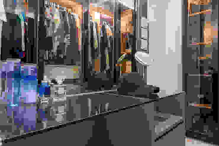 Design & Build: Melrose Condominium Modern style bedroom by erstudio Pte Ltd Modern