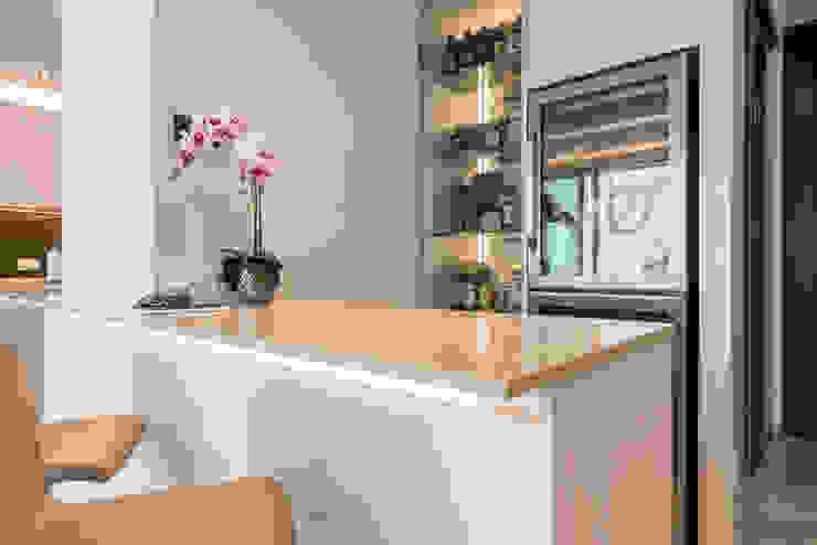Design & Build: Melrose Condominium Modern dining room by erstudio Pte Ltd Modern