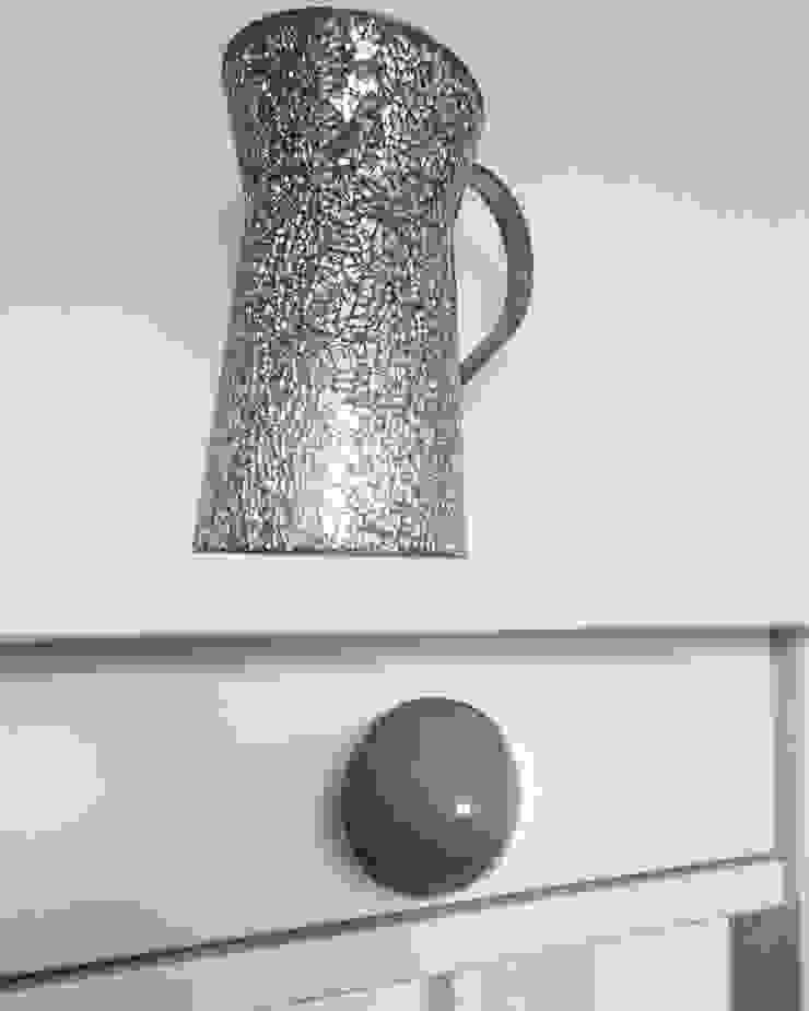 Ceramics handles – Little top – colour dark grey glossy glaze de Viola Ceramics Studio Moderno Cerámico