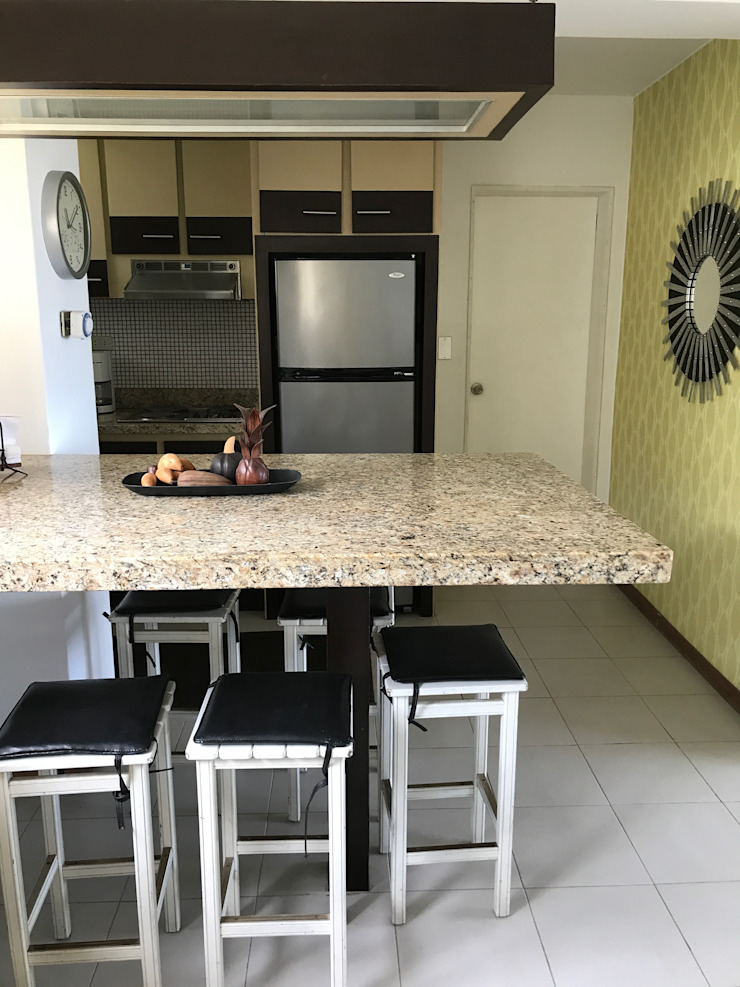 Apartamento de playa RedecoraYa CocinaAlmacenamiento Contrachapado Beige