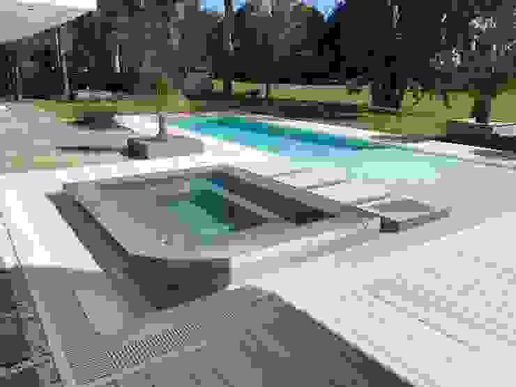 Albercas infinity de estilo  por Surpool - Diseño de Espacios de Agua