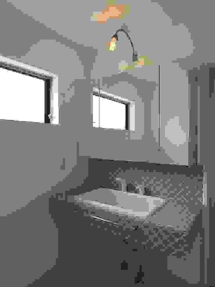 洗面脱衣室 ai建築アトリエ オリジナルスタイルの お風呂