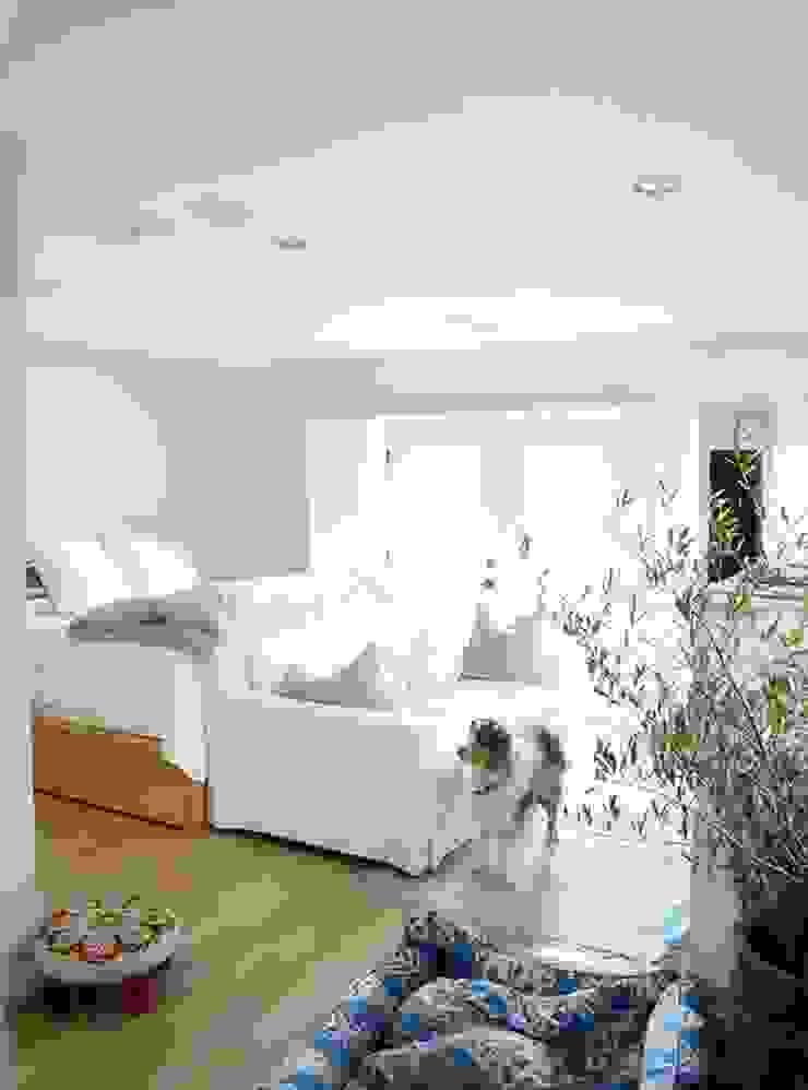 PHOTO: EMMA FEIL PHOTOGRAPHY Phòng ngủ phong cách hiện đại bởi Phương Đàm Hiện đại