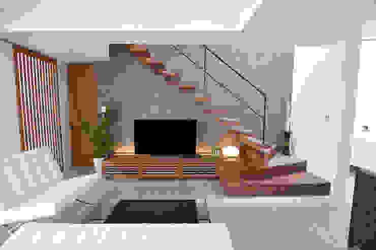 一体型TVボード、階段 モダンデザインの リビング の Style Create モダン 木 木目調