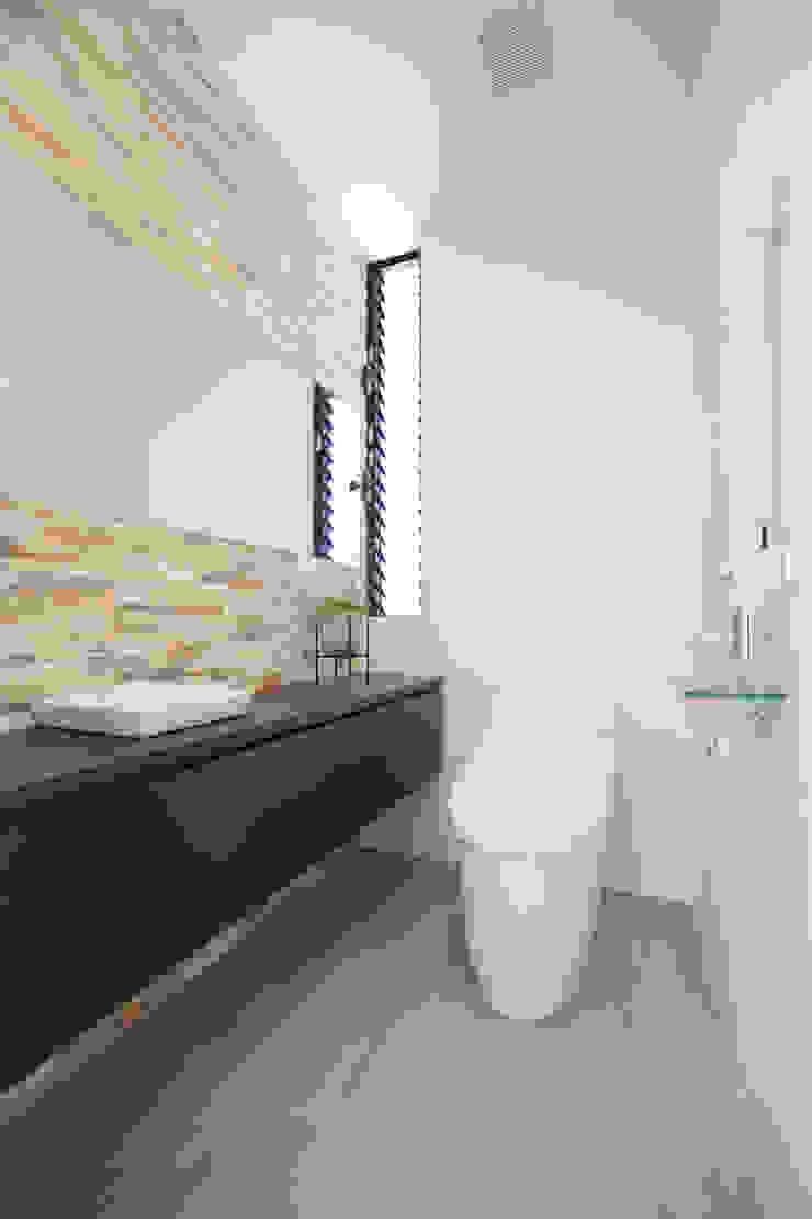 1階 トイレ: Style Createが手掛けた現代のです。,モダン