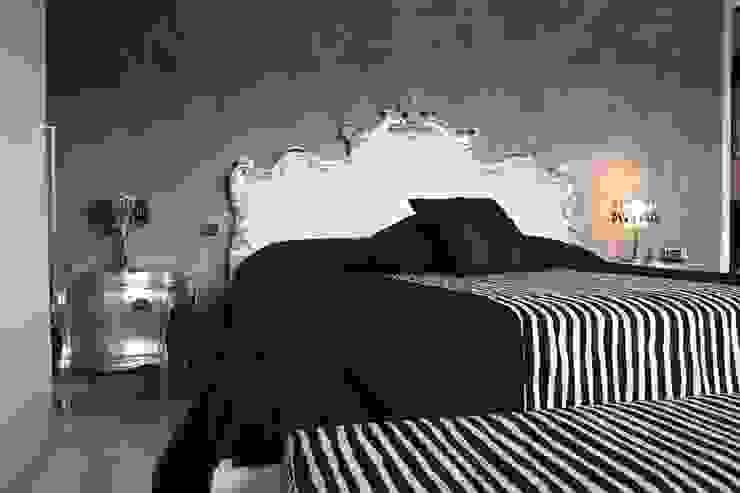 Drim Casa Modern style bedroom Metallic/Silver
