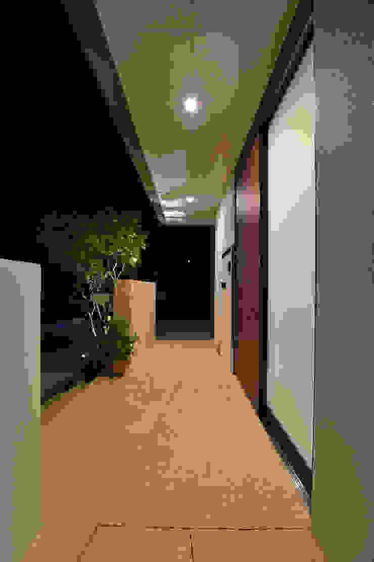 玄関ポーチ モダンスタイルの 玄関&廊下&階段 の Style Create モダン