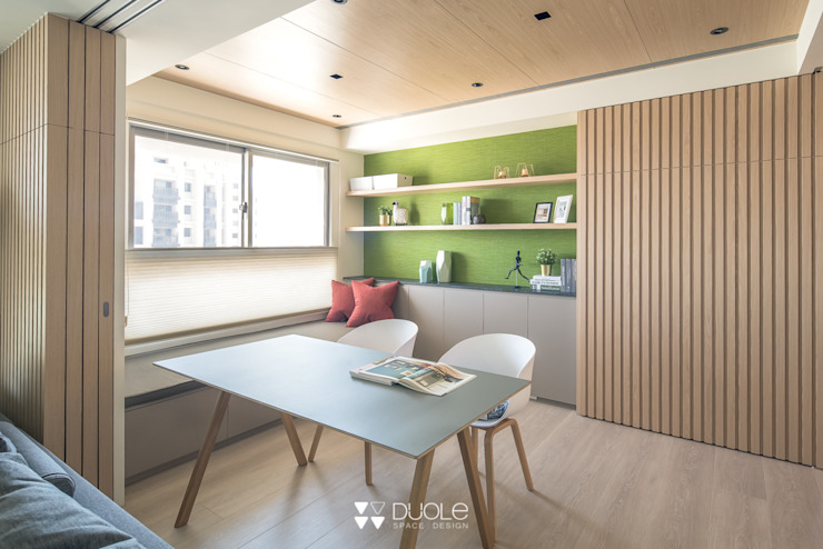 Modern Study Room and Home Office by DUOLE 掇樂設計 Modern