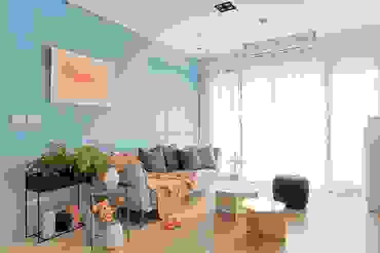 五彩法式 现代客厅設計點子、靈感 & 圖片 根據 文儀室內裝修設計有限公司 現代風