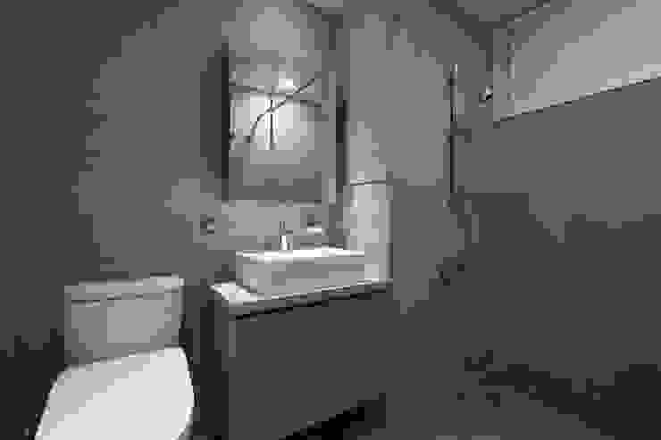 Phòng tắm by 文儀室內裝修設計有限公司