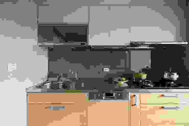 放。鬆宅 文儀室內裝修設計有限公司 現代廚房設計點子、靈感&圖片
