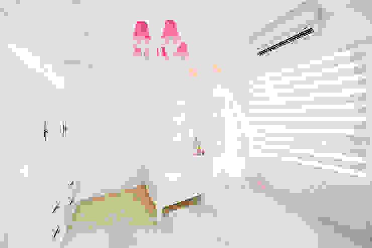 Bedroom by 文儀室內裝修設計有限公司, Mediterranean