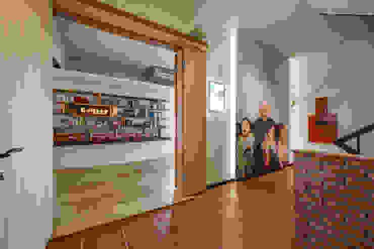 入口意象 隨意取材風玄關、階梯與走廊 根據 王采元工作室 隨意取材風 合板