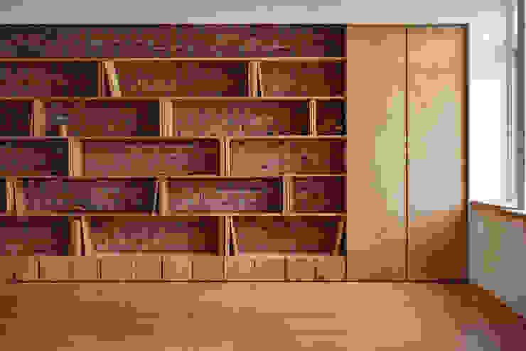 主書牆 根據 王采元工作室 隨意取材風