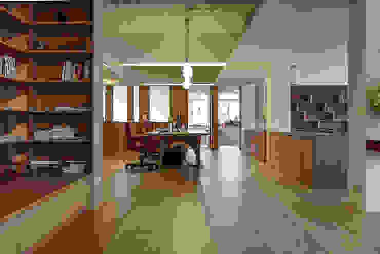 辦公空間 根據 王采元工作室 隨意取材風