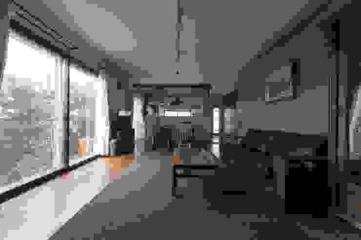 Modern living room by coil松村一輝建設計事務所 Modern
