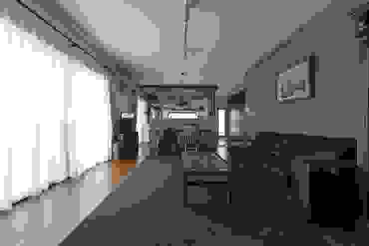 coil松村一輝建設計事務所 ห้องนั่งเล่น