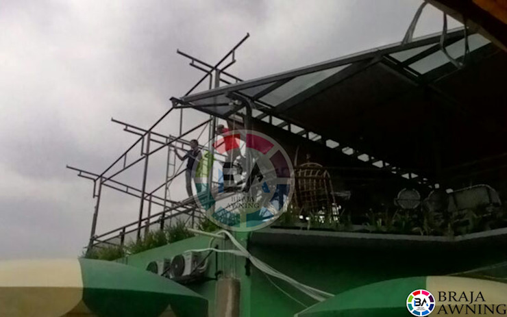 Tenda Membrane Bogor (Cafe):modern  oleh Braja Awning & Canopy, Modern Bahan Sintetis Brown