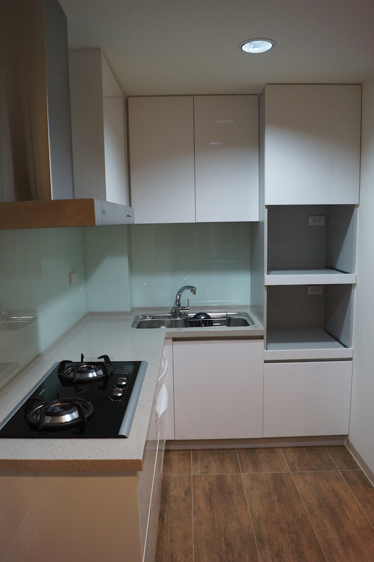 老屋修繕 現代廚房設計點子、靈感&圖片 根據 利佳室內裝修設計有限公司 現代風
