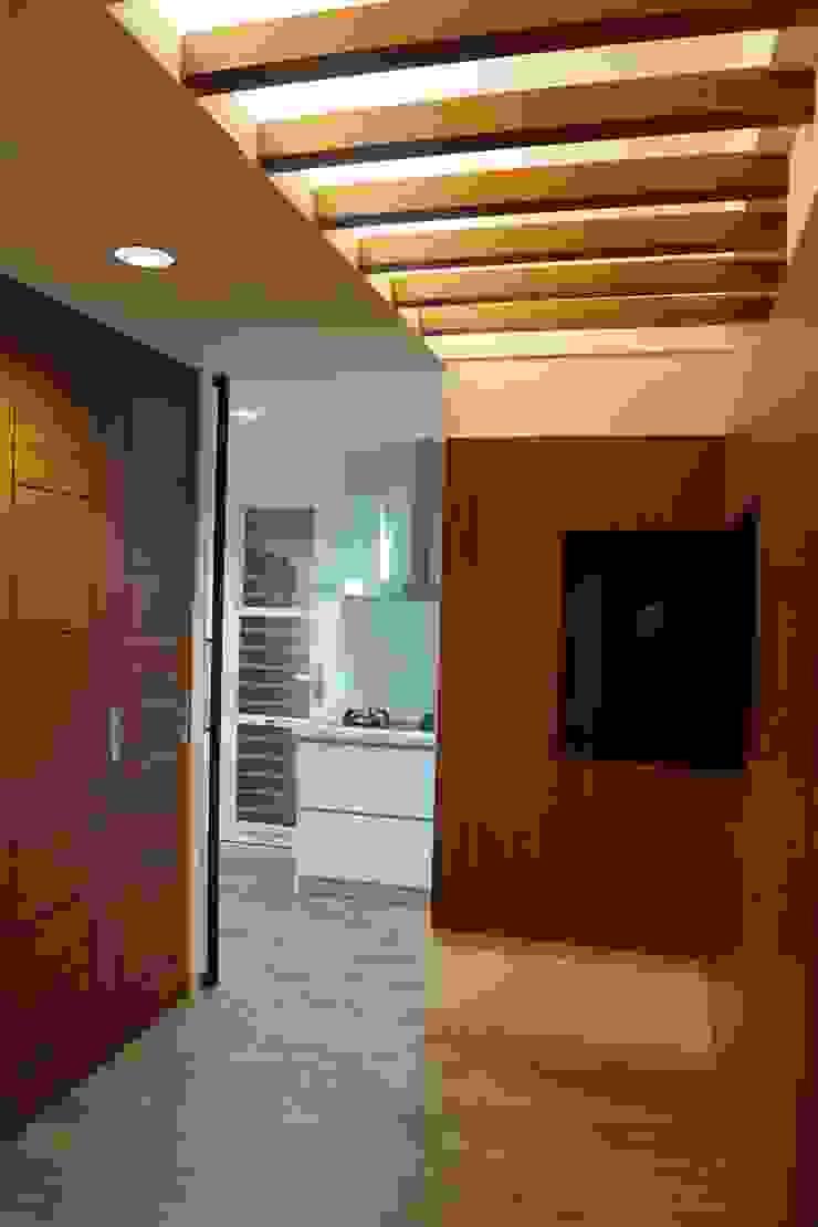 老屋修繕 現代風玄關、走廊與階梯 根據 利佳室內裝修設計有限公司 現代風