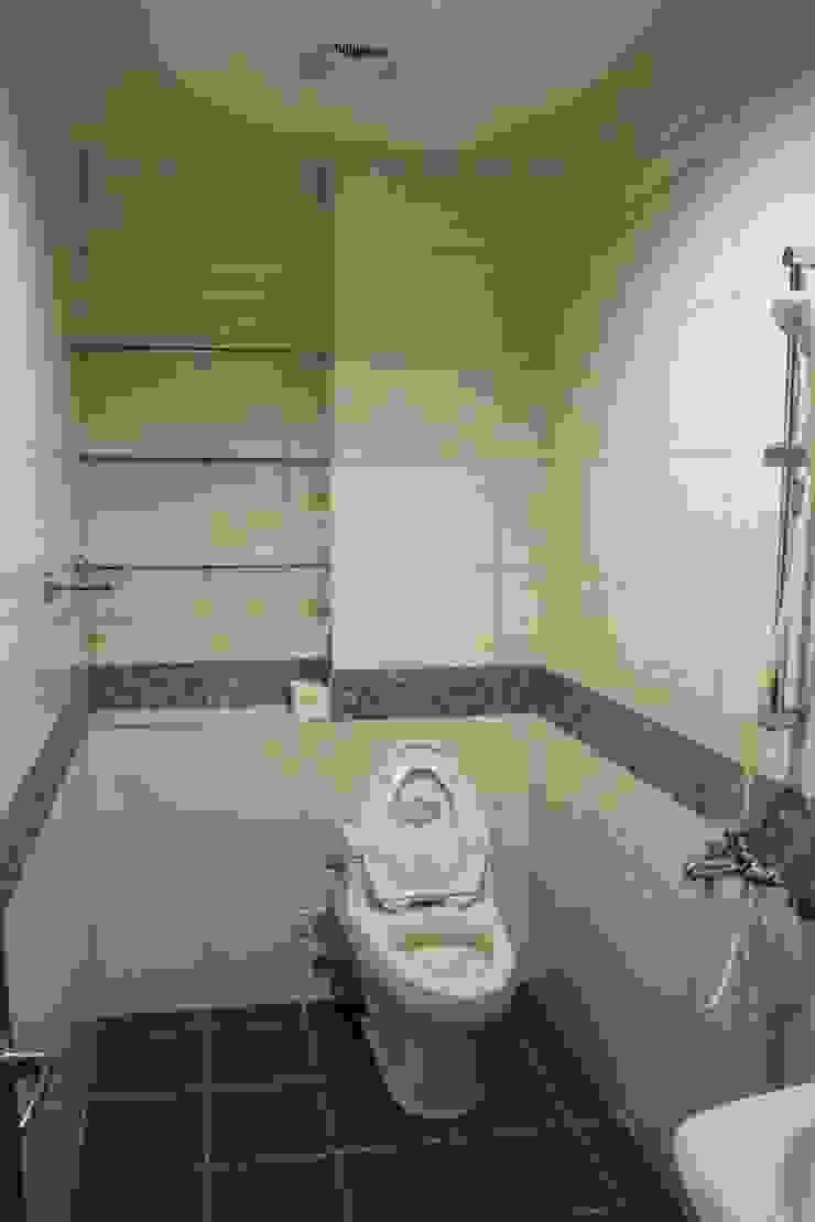 老屋修繕 現代浴室設計點子、靈感&圖片 根據 利佳室內裝修設計有限公司 現代風