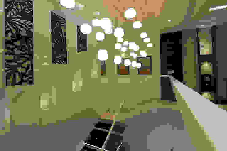 Árhat Villa Modern corridor, hallway & stairs by Conarch Architects Modern
