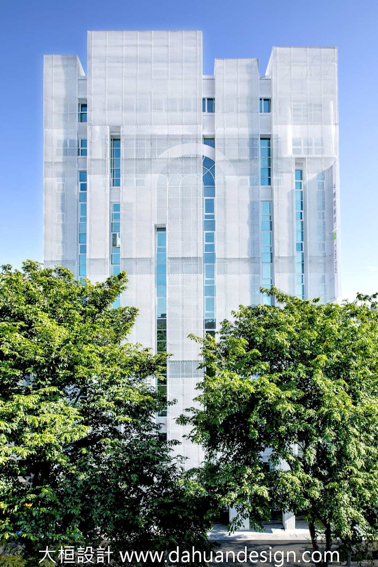 大桓建築設計 | 台中 | 卡爾登飯店 大桓設計顧問有限公司 Modern hotels Metal White