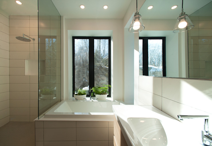 Bathroom Modern bathroom by Solares Architecture Modern