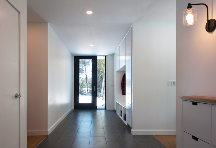 Entranceway Modern Corridor, Hallway and Staircase by Solares Architecture Modern
