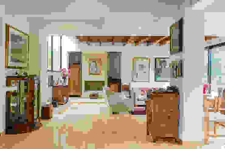 Salas de estilo rústico de ARCE S.A.S Rústico Bambú Verde