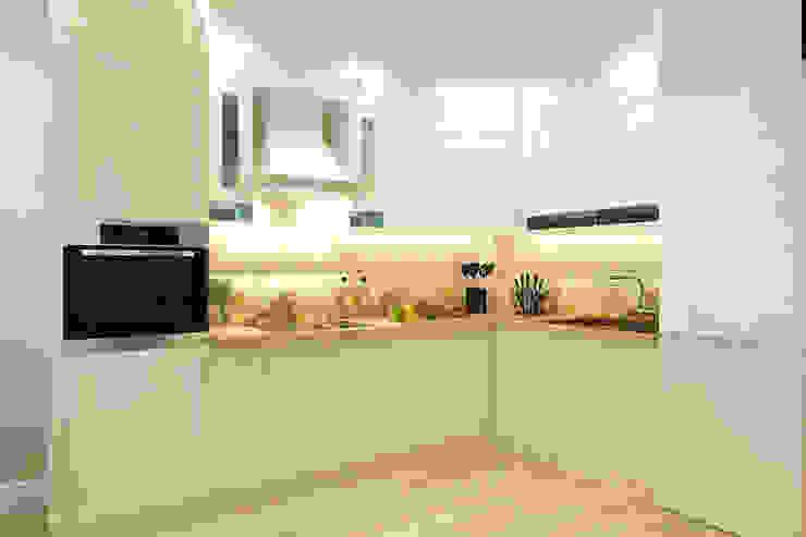 Кухня-гостиная: Кухни в . Автор – Гузалия Шамсутдинова | KUB STUDIO, Классический