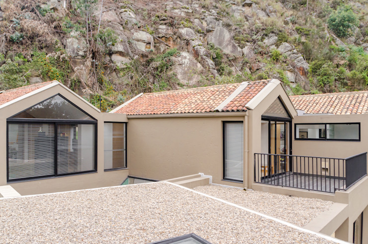 Country style balcony, veranda & terrace by ARCE S.A.S Country
