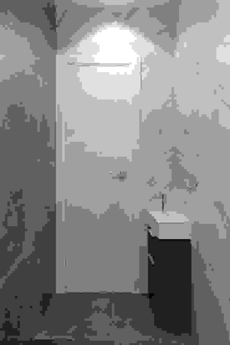 Classic style bathroom by Гузалия Шамсутдинова | KUB STUDIO Classic